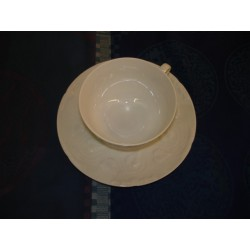 TASSE A THE ET SOUCOUPE IMPERATRICE BLANCHE 19CL